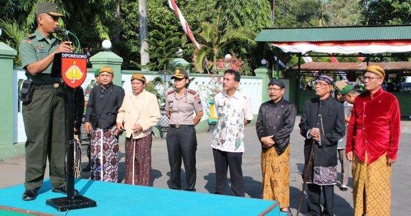 SINERGRITAS TNI DAN POLRI BERSAMA TOSAN AJI DALAM KIRAB PUSAKA